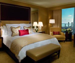 Ritz-Carlton Toronto bedroom