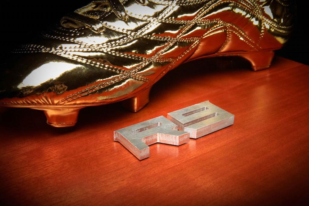 Nike Ronaldo Golden Soccer Shoes R9