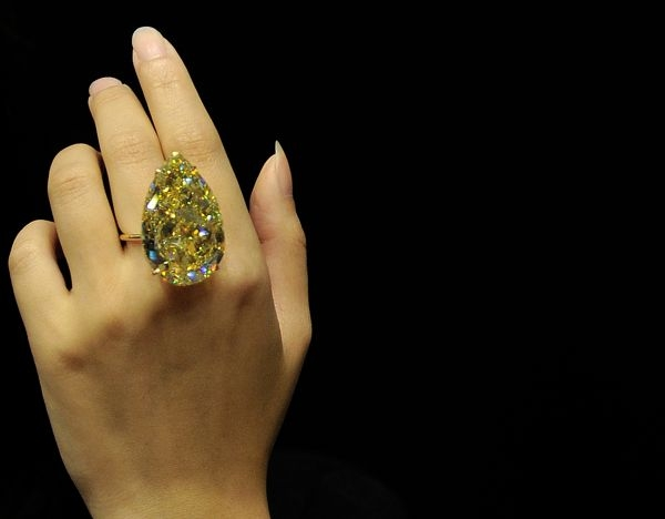 pear-shaped yellow diamond
