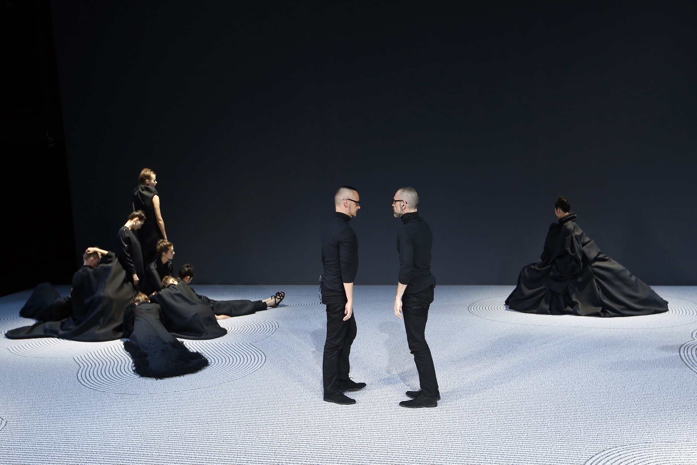 Dutch fashion designer Rolf Snoeren (R) and Viktor Horsing (C) stand next to models presenting their creations during the Viktor&Rolf Haute Couture Fall-Winter 2013/2014 collection show, on July 3, 2013 in Paris. AFP PHOTO/FRANCOIS GUILLOT