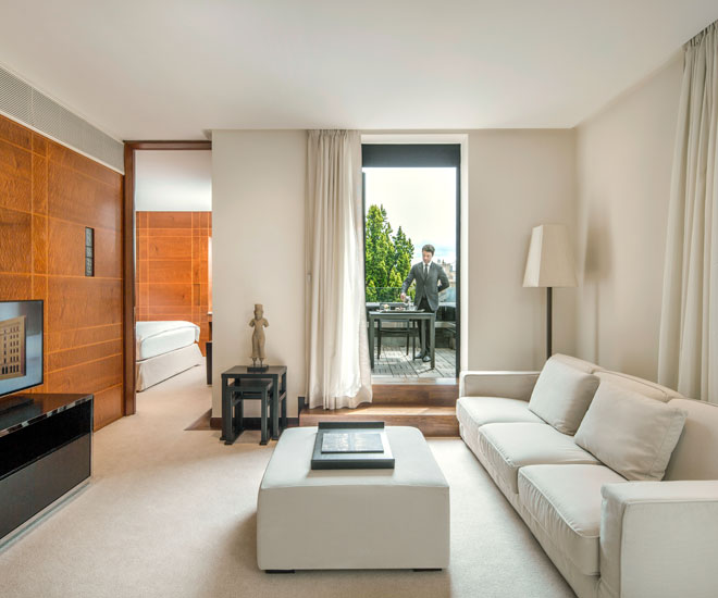 The suite of the COMO The Halkin Belgravia opens up into the balcony.