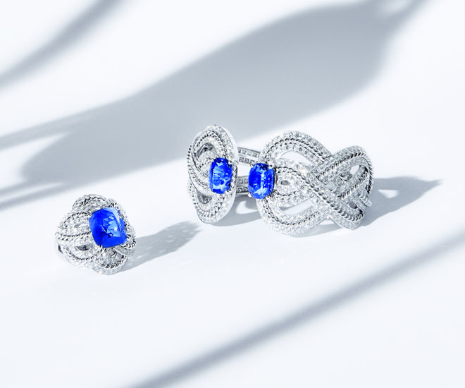 """""""Azurean Braid"""" ring and bracelet in 18K white gold, sapphires and diamonds - Chanel """"Flying Cloud"""" high jewelry collection. © CHANEL Haute Joaillerie"""