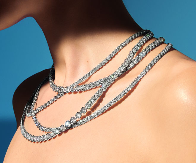 """""""Sparkling Lines"""" necklace in 18k white gold, round-cut and brilliant-cut diamonds - unique piece - Chanel """"Flying Cloud"""" high jewelry collection. © CHANEL Haute Joaillerie"""