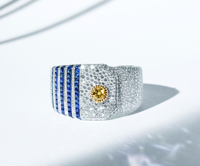 """""""Summer Cruise"""" cuff in 18K yellow and white gold, with yellow diamond, sapphires and diamonds - Chanel """"Flying Cloud"""" high jewelry collection. © CHANEL Haute Joaillerie"""