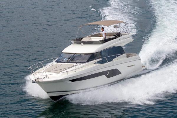A Prestige 520 cruises around Hong Kong waters