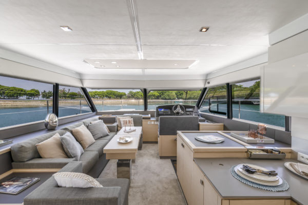 The beautifully designed saloon benefits from large windows on all three sides and has plenty of seating and cabinet space