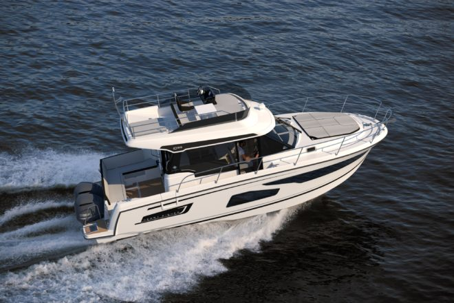 Jeanneau has introduced the Fly version of its Merry Fisher 1095