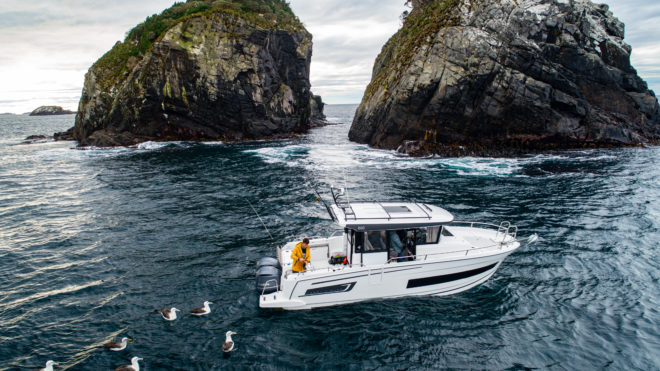 Spectacular scenery and lots of wildlife are part of the experience of Stewart Island, which is separated from the South Island by the Foveaux Strait