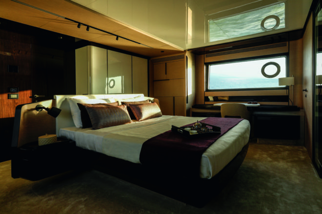Azimut Grande S10: The full-beam owner's suite