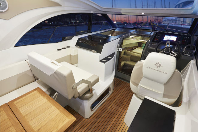 Jeanneau: The bench seating in the Leader 33's open saloon can face the dining table or towards the bow and helm