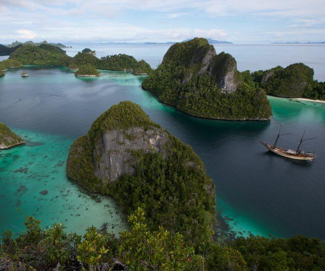 Silolona charter yacht in New Guinea, Indonesia (C) Niel Fox