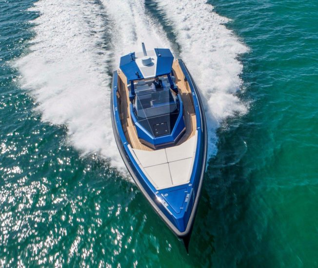 The 48wallytender X is the outboard version of the 48wallytender