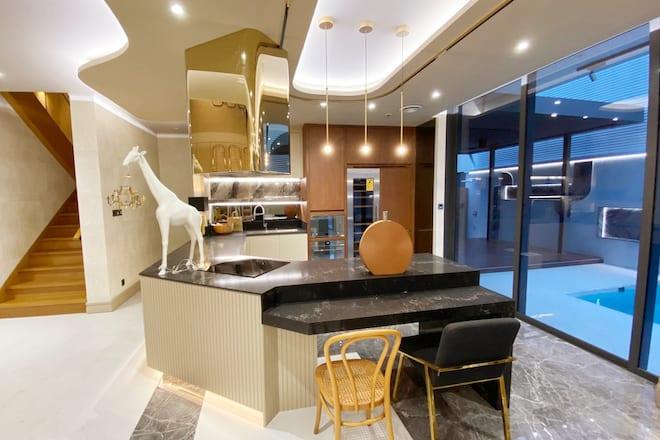 K.R. Decorate pantry
