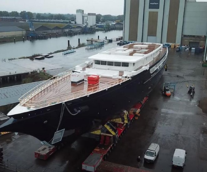 jeff bezos yacht under construction